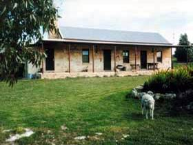 Mt Dutton Bay Woolshed Heritage Cottage - Whitsundays Tourism