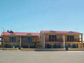 Tumby Bay Hotel Seafront Apartments