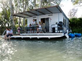The Murray Dream Self Contained Moored Houseboat - Whitsundays Tourism