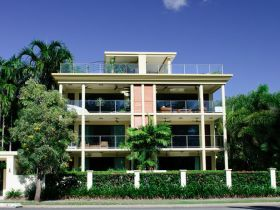 Cairns Beachfront Apartment - Whitsundays Tourism