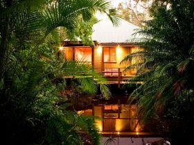 Hunchy Hideaway - Whitsundays Tourism