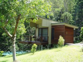 Montville Ocean View Cottages - Whitsundays Tourism