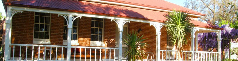 Araluen Old Courthouse Bed and Breakfast