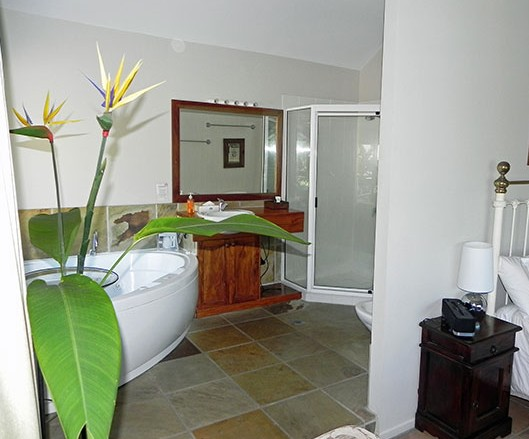 Airlie Waterfront Bed and Breakfast - Whitsundays Tourism