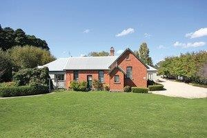 Woodend Old School House Bed and Breakfast - Whitsundays Tourism