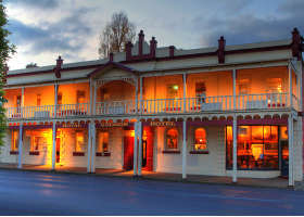 Royal George Hotel - Whitsundays Tourism