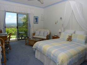 Ninderry Manor Luxury Retreat BampB - Whitsundays Tourism