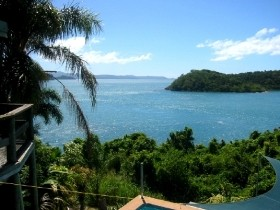 Warrain Beach House - Whitsundays Tourism