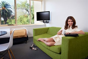 City Edge Serviced Apartments East Melbourne - Whitsundays Tourism