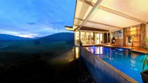 Feathertop Chateau - Whitsundays Tourism