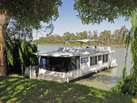 Boats and Bedzzz - The Murray Dream self-contained moored Houseboat - Whitsundays Tourism