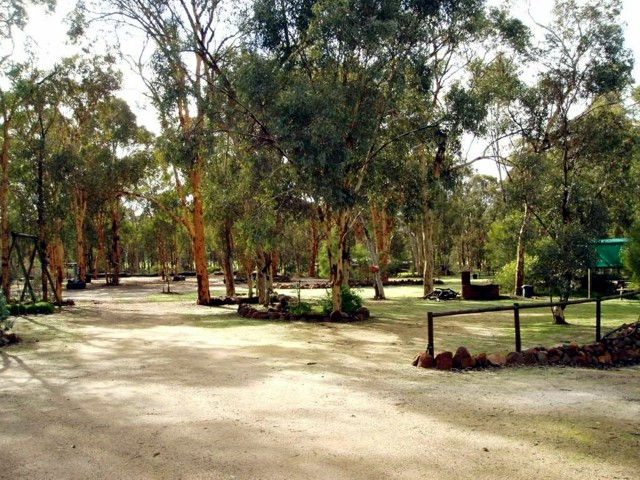 Toodyay Holiday Park  Chalets - Whitsundays Tourism