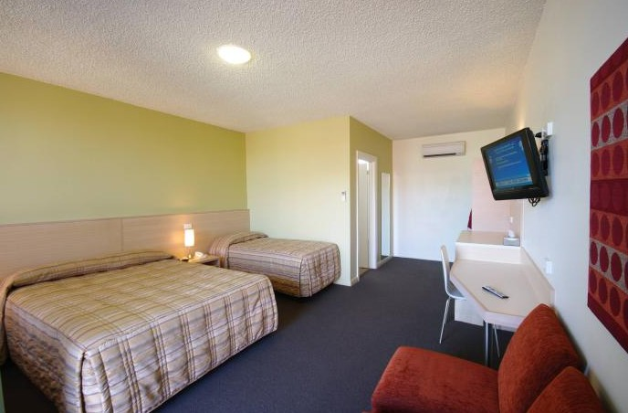 Adelaide Road Motor Lodge - Whitsundays Tourism