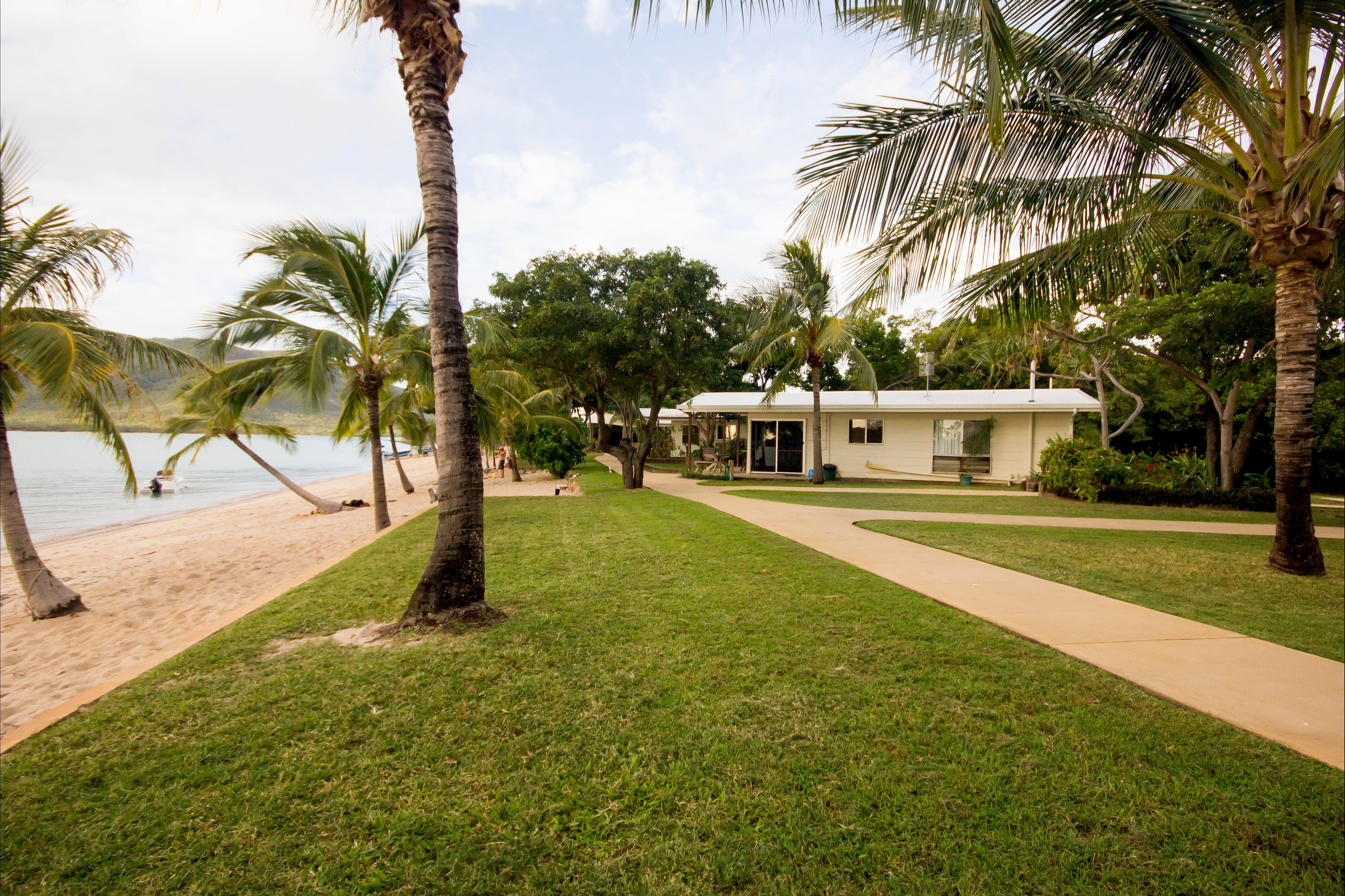 Montes Reef Resort - Whitsundays Tourism