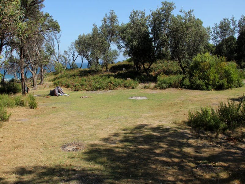 Middle Beach campground - Whitsundays Tourism