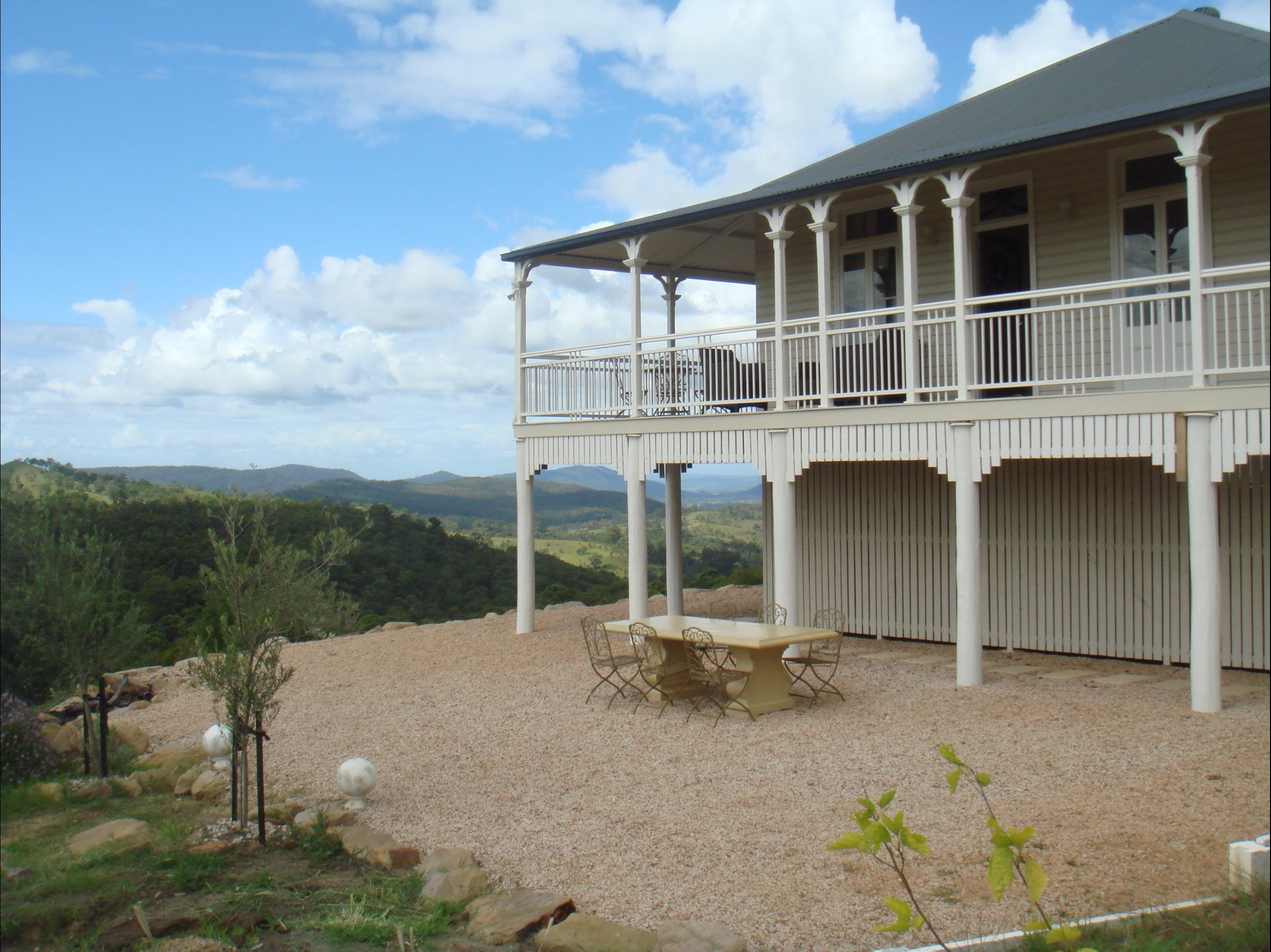 Hilly Ridge - Whitsundays Tourism