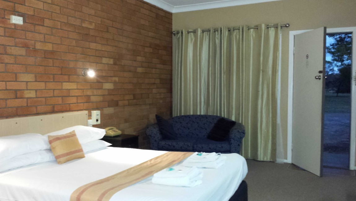 AA Hilldrop Motor Inn - Whitsundays Tourism