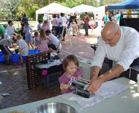 Subi Farmers Market - Whitsundays Tourism