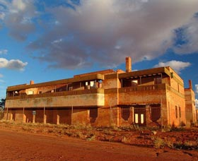 Big Bell Ghost Town - Whitsundays Tourism