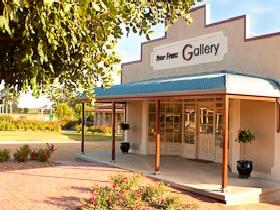 Peter Franz Fine Art Gallery - Whitsundays Tourism