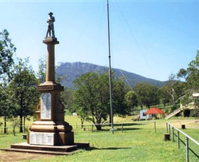 Maroon State School War Memorial - Whitsundays Tourism