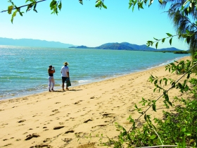 Bushland Beach - Whitsundays Tourism