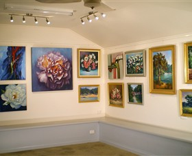 Ros McArthur Art Studio - Whitsundays Tourism
