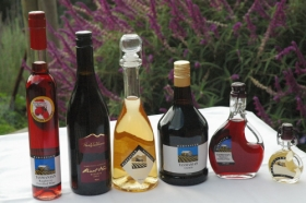 Hartzview Vineyard Heritage Pickers Hut Village