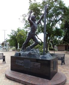 Miners Memorial Statue - Whitsundays Tourism