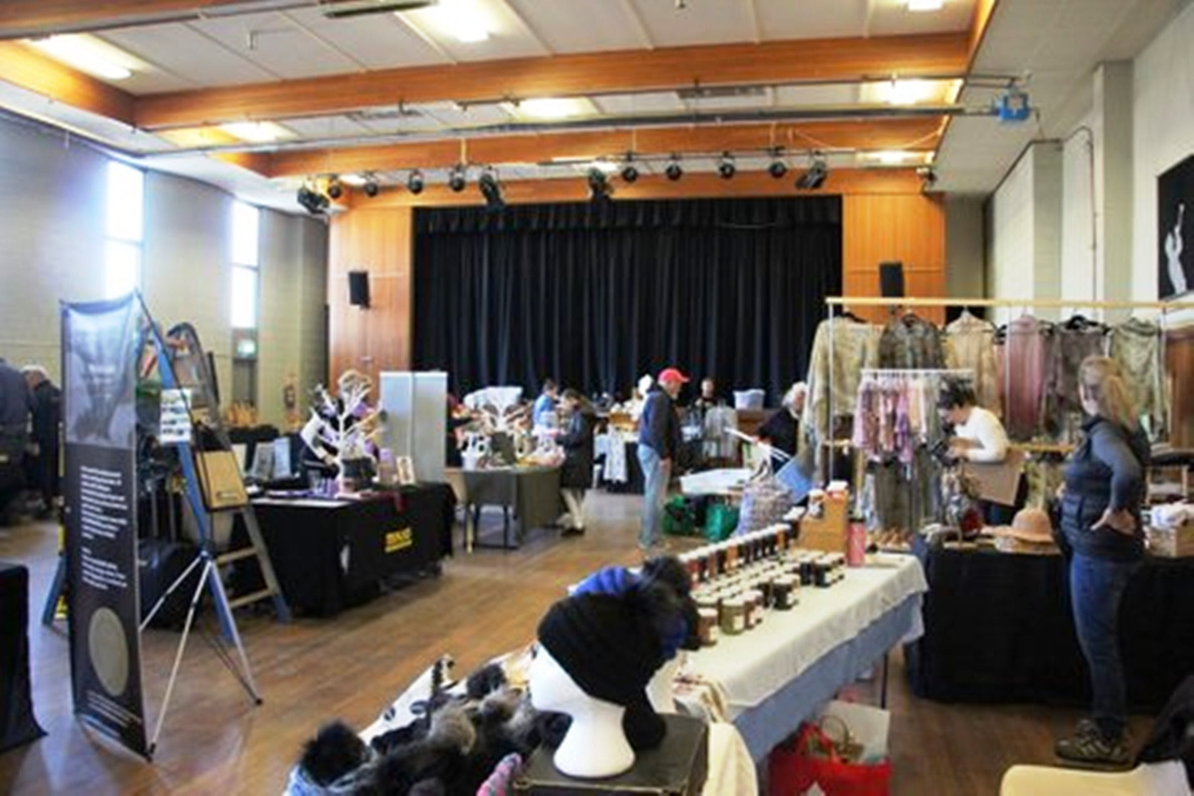 Jindabyne Hall Markets - Whitsundays Tourism