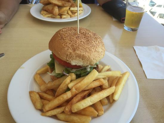 Crown Hotel Motel - Grafton Restaurant - Whitsundays Tourism