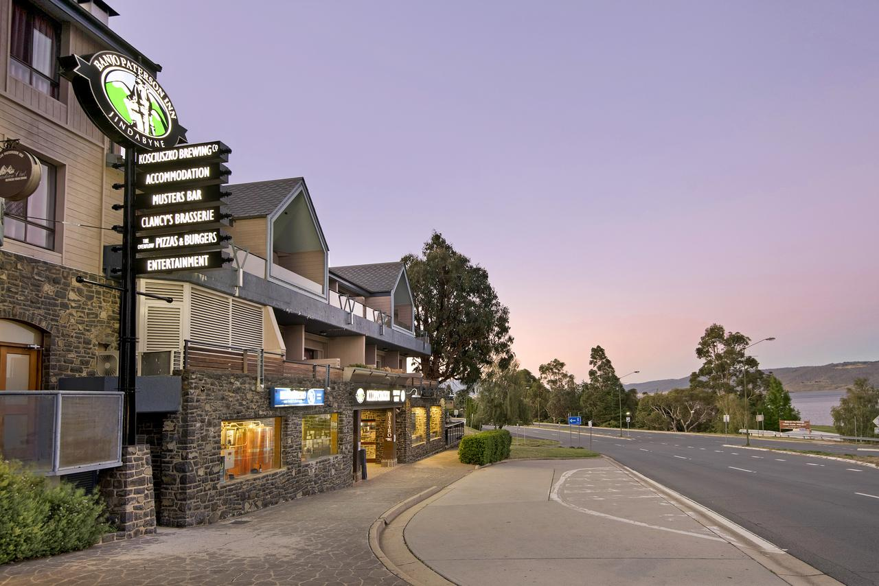 Banjo Paterson Inn - Whitsundays Tourism