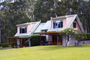 Bawley Bush Retreat and Cottages - Whitsundays Tourism