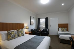 Cadman Motor Inn and Apartments - Whitsundays Tourism