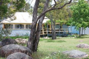 Twisted Gum Vineyard Cottage - Whitsundays Tourism