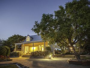 Vineyard Cottages - Whitsundays Tourism