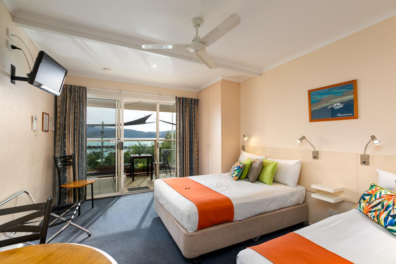 Sunlit Waters Studio Apartments - Whitsundays Tourism