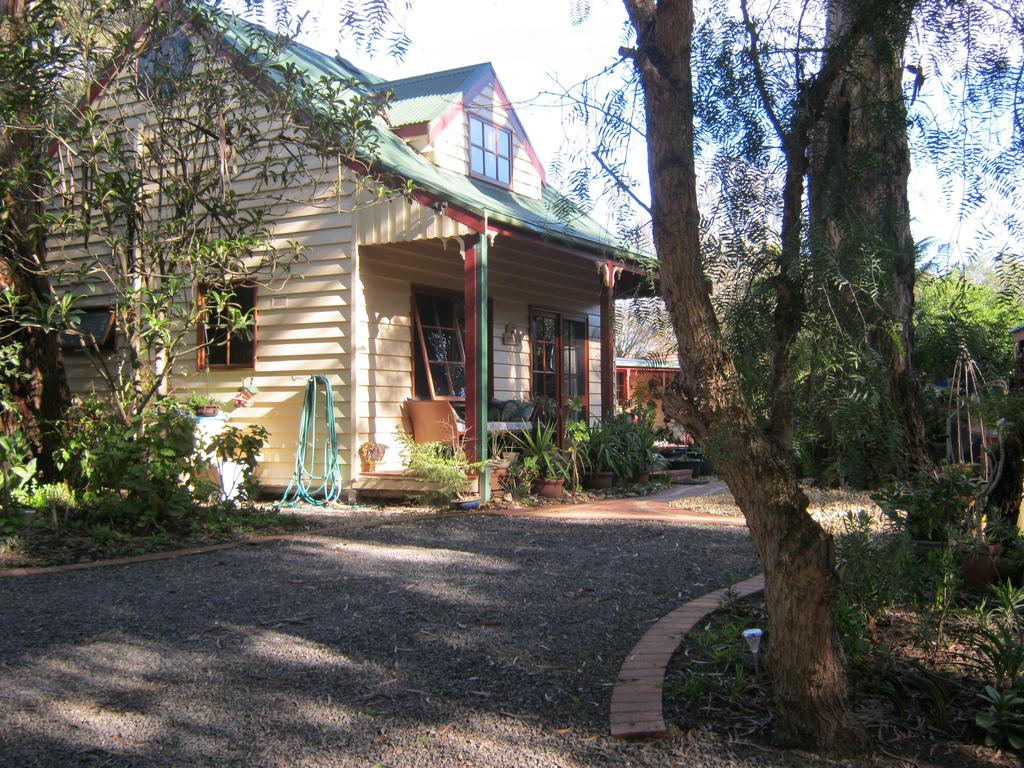 Ballarat cottages incorporating yarrowee cottage and Admirals cottage - Whitsundays Tourism